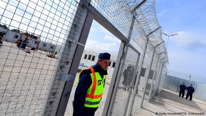 Ungarn Transitlager an der Grenze zu Serbien (Getty Images/AFP/A. Kisbenedek)