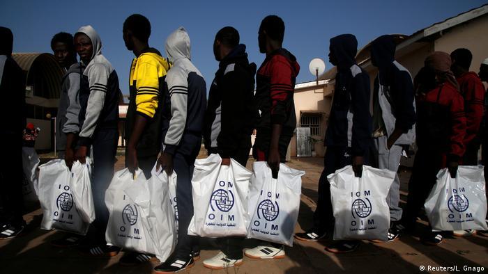 Gambia freiwillige Rückkehrer aus Libyen auf dem Flughafen in Banjul