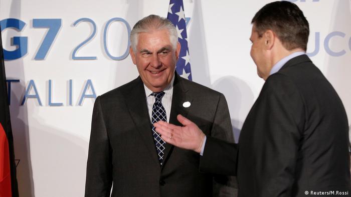US-Außenminister Tillerson (l.) im Gespräch mit seinem deutschen Kollegen Gabriel