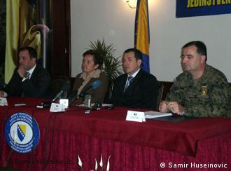 Minister Selmo Cikotic (2. von re.) zufrieden mit seiner Mannschaft