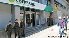 Russische Bank Sberbank in der Ukraine Proteste