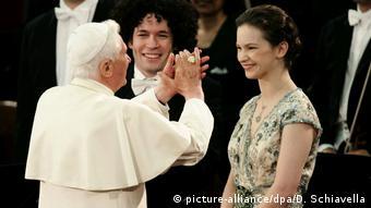 Papst Benedikt Konzert zum 80. Geburtstag (picture-alliance/dpa/D. Schiavella)