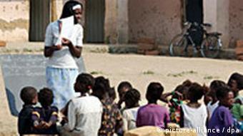 Schulkinder in Kuito