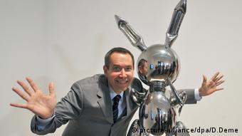 Jeff Koons beside his 'Rabbit'