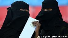 Saudi Arabien Frauen Unterhaltung Konversation