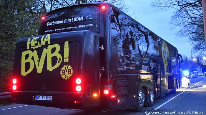 Borussia Dortmund Teambus nach Explosionen