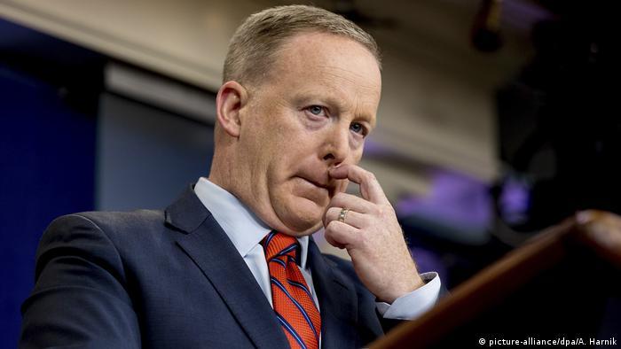 Sean Spicer Pressesprecher des Weißen Hauses (picture-alliance/dpa/A. Harnik)