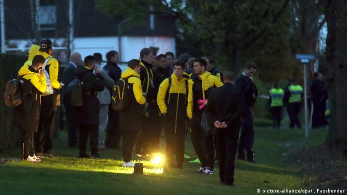 Dortmund - Explosionen an BVB-Bus (picture-alliance/dpa/I. Fassbender)