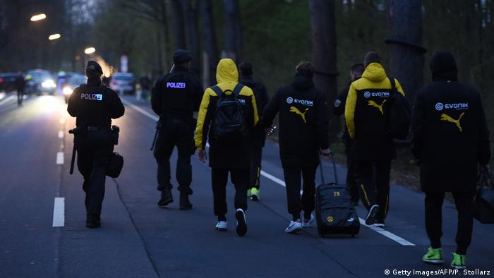 Dortmund - Explosionen an BVB-Bus (Getty Images/AFP/P. Stollarz)