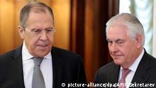 12.04.2017******US-Außenminister Rex Tillerson (r) wird am 12.04.2017 in Moskau (Russland) von Russlands Außenminister Sergej Lawrow empfangen.Tillerson ist unter anderem zu Gesprächen über Syrien in Moskau. Foto: Ivan Sekretarev/AP/dpa +++(c) dpa - Bildfunk+++