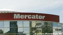 epa04282783 An exterior view of Slovenian Supermarket 'Mercator' in Zagreb, Croatia, 26 June 2014. The Croatian food group Agrokor finalized 26 June a deal to acquire a majority share in Slovenia's largest retailer Mercator for up to 550 million euros (750 million dollars), the STA news agency reported. Agrokor is to acquire a 53-per-cent stake from a consortium of shareholders, said the Pivovarna Lasko beverages group, the largest shareholder in the consortium.= EPA/ANTONIO BAT +++(c) dpa - Bildfunk+++ |