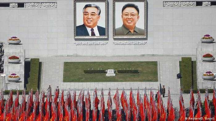Nordkorea Straßenszene aus Pjöngjang Vorbereitungen für die Parade (Reuters/D. Sagolj)