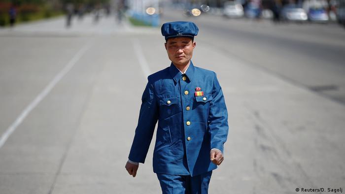 Nordkorea Straßenszene aus Pjöngjang (Reuters/D. Sagolj)
