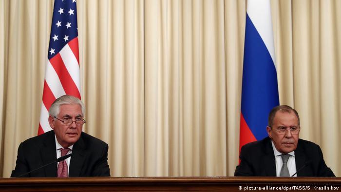 Russland Moskau Rex Tillerson und Sergei Lawrow (picture-alliance/dpa/TASS/S. Krasilnikov)
