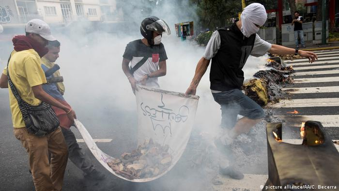 Venezuela Caracas Massenproteste (picture alliance/AA/C. Becerra)