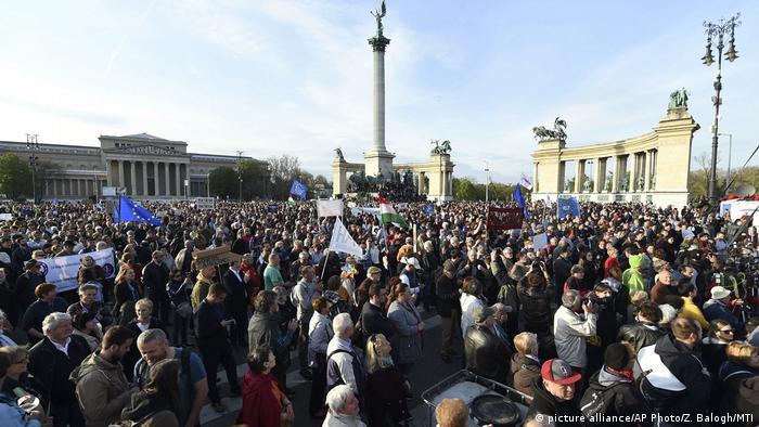 Протести у Будапешті тривають