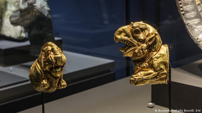 А эти золотые украшения были найдены еще в 1940-е годы в другой гробнице у подножия гор в северо-западной части Ирана.