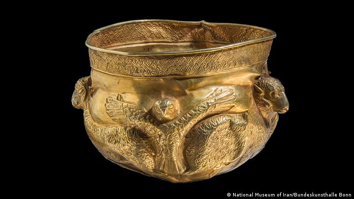 Gold goblet, Exhibition in Bonn Iran. Ancient Culture between Water and Desert(National Museum of Iran/Bundeskunsthalle Bonn)