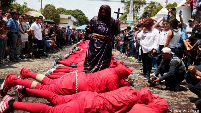 Osterbräuche weltweit El Salvador (Reuters/J: Cabezas)