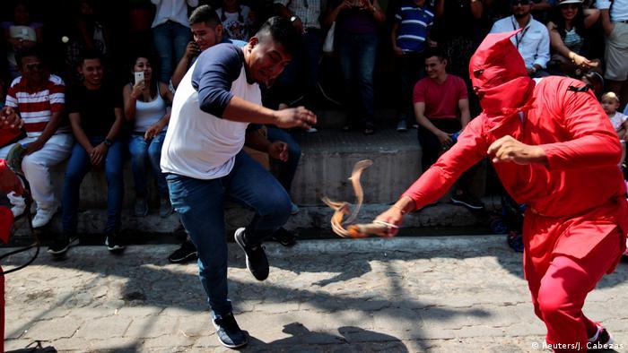 Osterbräuche weltweit El Salvador (Reuters/J. Cabezas)