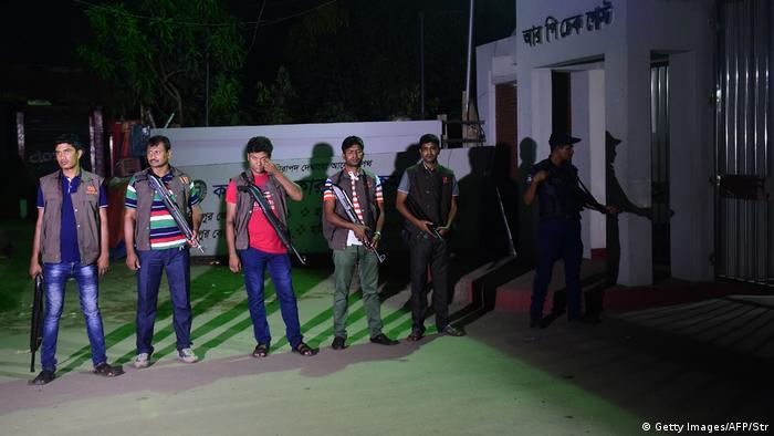 Bangladesch Extremisten werden nach Hinrichtung beerdigt (Getty Images/AFP/Str)