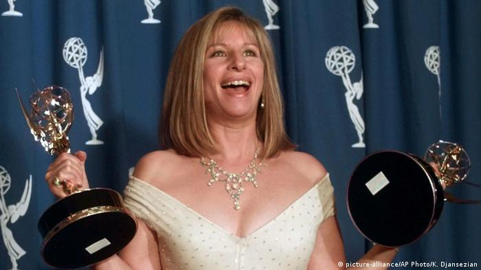 Barbra Streisand with two Emmys (picture-alliance/AP Photo/K. Djansezian)