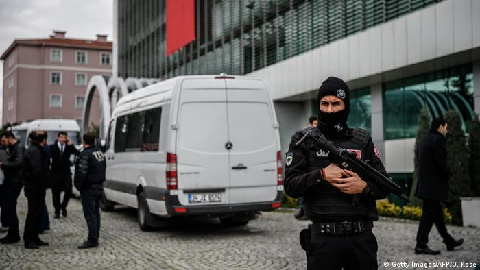 Türkei Polizeibeamte (Getty Images/AFP/O. Kose)