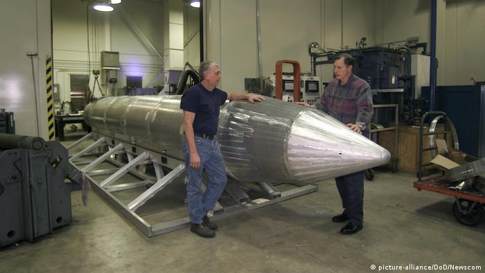 GBU-43/B Massive Ordnance Air Blast bomb (picture-alliance/DoD/Newscom)