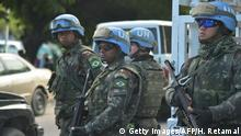 +++Optimiert für mobile Angebote+++27.03.2017 Brazilian military members from United Nations Stabilization Mission in Haiti (MINUSTAH) stand guard on a street near the Republic of Chile School in Port-au-Prince, March 27, 2017, as Chilean President Michelle Bachelet attends the inauguration of the facility. / AFP PHOTO / HECTOR RETAMAL (Photo credit should read HECTOR RETAMAL/AFP/Getty Images)