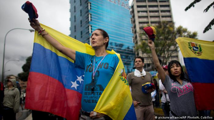 Venezuela Massenproteste in Caracas (picture-alliance/AP Photo/A. Cubillos)
