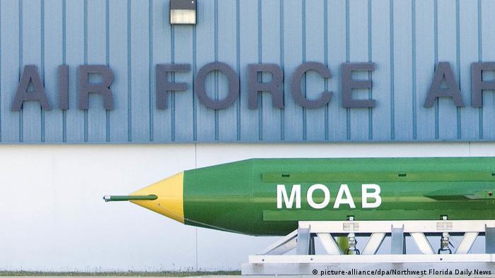 نیروی هوایی آمریکا از سال ۲۰۰۳ به این سو به بمبهای GBU-43/B مجهز شده است. این بمب با ۸ هزار کیلوگرم مواد منفجره، بزرگترین بمب غیراتمی نیروی هوایی آمریکا است. این نیرو همچنین ۴۵۰ موشک بالستیک قارهپیما با کلاهک هستهای LGM-30 Minuteman نیز در اختیار دارد.