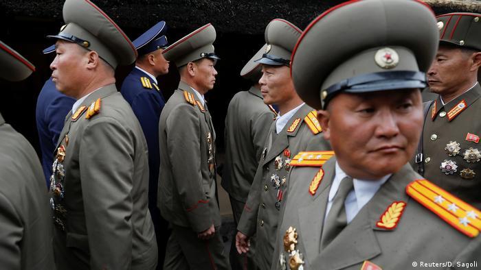 ICYMI Militäroffiziere am Geburtsort Kim II Sungs in Nordkorea (Reuters/D. Sagoli)