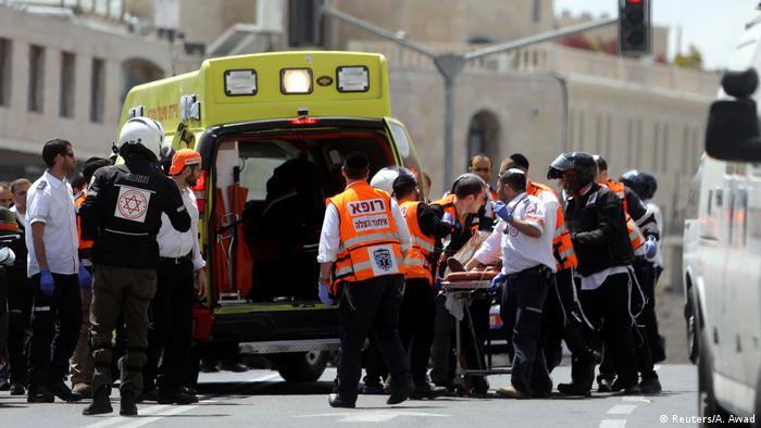 Jerusalem Messerattacke in der Straßenbahn (Reuters/A. Awad)