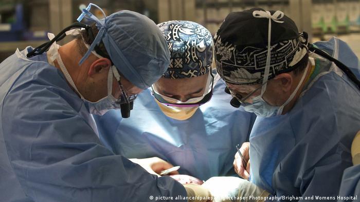 عملية جراحية- أرشيف