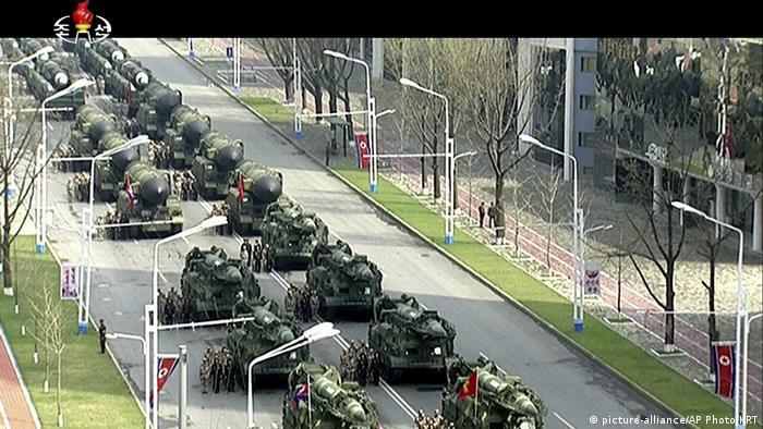 Fernsehübertragung der Militärparade in Nordkorea