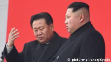 Kim Jong Un (r.) mit Choe Ryong Hae (picture-alliance/Kyodo)