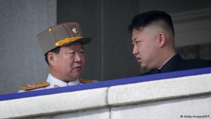 Nordkorea Kim Jong Un mit Choe Ryong Hae (Getty Images/AFP)
