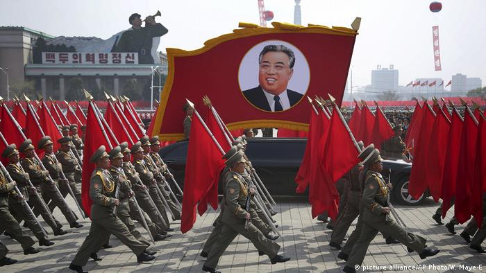 Nordkorea Militärparade in Pjöngjang (picture alliance/AP Photo/W. Maye-E)