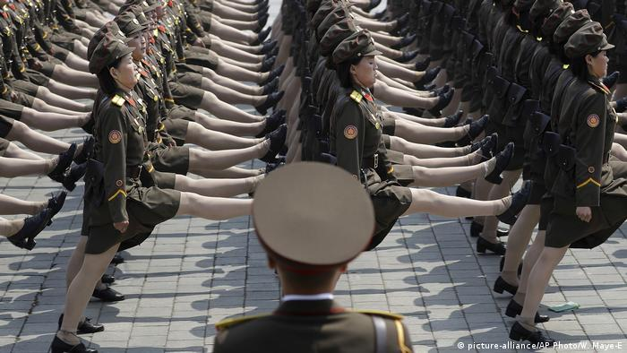 Nordkorea Militärparade in Pjöngjang (picture-alliance/AP Photo/W. Maye-E)