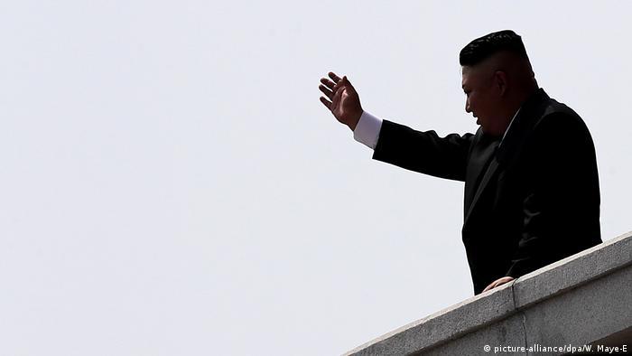 Nordkorea Militärparade in Pjöngjang Kim Jong Un