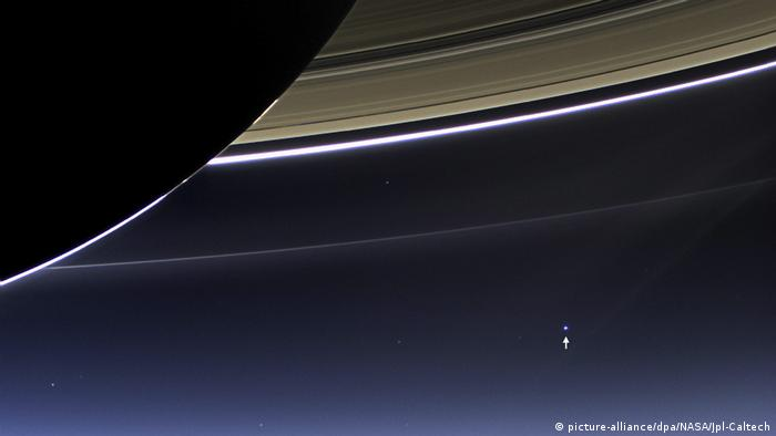 Raumsonde Cassini Saturn Ringe und Erde (picture-alliance/dpa/NASA/Jpl-Caltech)