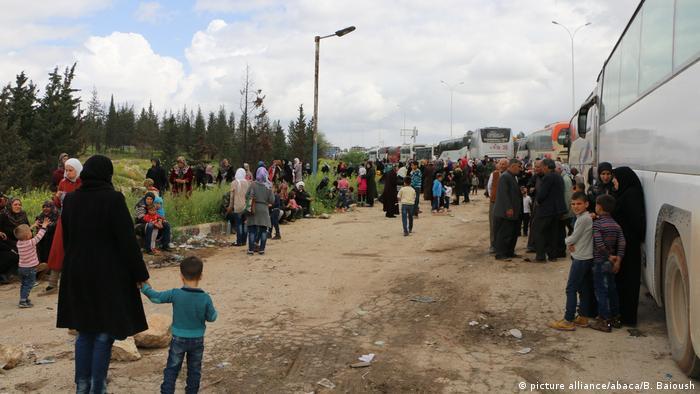 نتيجة بحث الصور عن عشرات القتلى والجرحى في تفجير استهدف أهالي الفوعة وكفريا قرب حلب