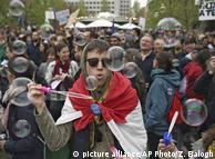 Учасники акції протесту вирішили з гумором виступити проти порушень прав людини в Угорщині