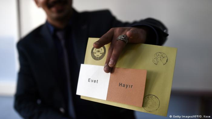 Türkei Wahlzettel Referendum (Getty Images/AFP/O. Kose)