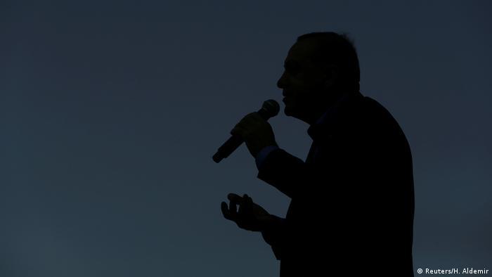 Эрдоган с микрофоном в руках