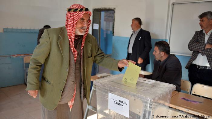 Türkei   Abstimmung über das Referendum (picture-alliance/AA/abaca/H. I. Sincar)