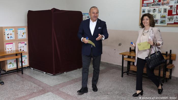 Türkei   Abstimmung über das Referendum (picture-alliance/AA/C. Ozdel)