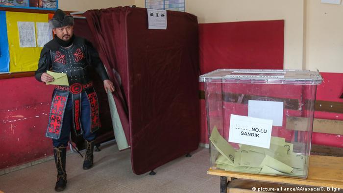 Türkei   Abstimmung über das Referendum (picture-alliance/AA/abaca/O. Bilgin)