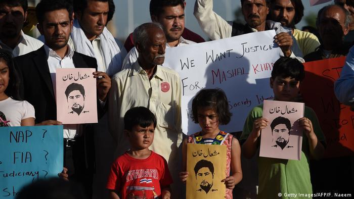 Pakistan Proteste anlässlich der Ermordung des Studenten Mashal Khan (Getty Images/AFP/F. Naeem)
