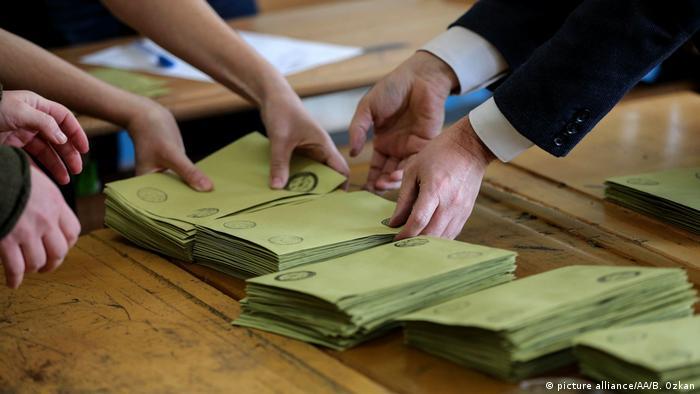 Türkei Referendum Auszählung (picture alliance/AA/B. Ozkan)
